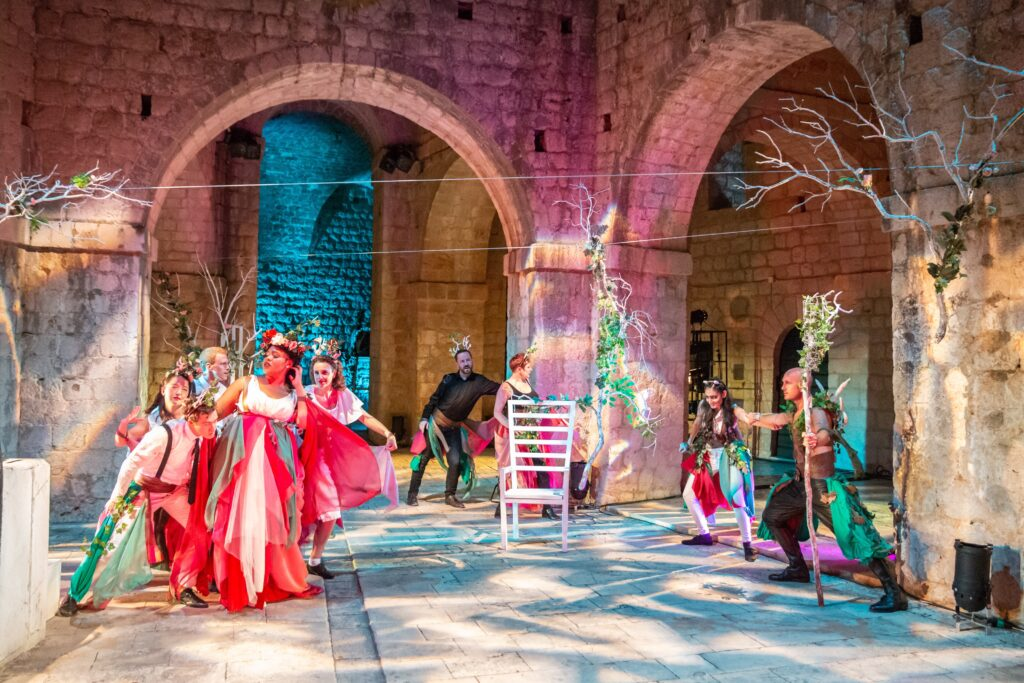 Production Photo of A Midsummer Night's Dream 2018 at Fort Lovrijenac featuring Sheetal Kapoor, Kudzi Chiwawa and James Burton